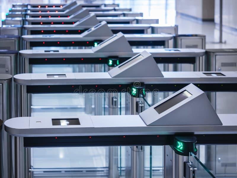 Elektronische Eingangstorkarte Zugangsbürogebäude Sicherheitssystem-Technologieausrüstung stockfoto