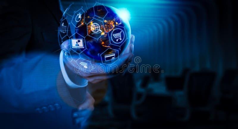 Elektronische handelconcept met de digitale interface van VR met pictogrammen van shopp royalty-vrije stock afbeeldingen