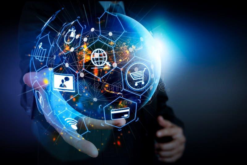 Elektronische handelconcept met de digitale interface van VR met pictogrammen van shopp stock foto