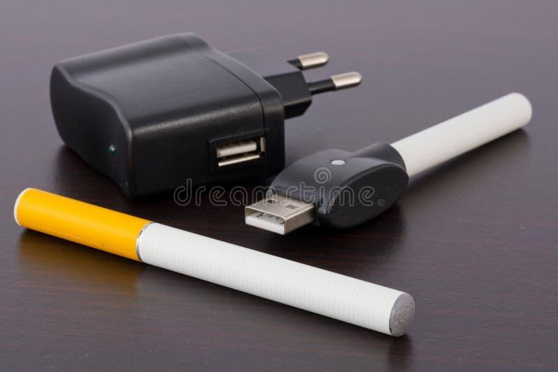 Elektronische Sigaret royalty-vrije stock afbeeldingen