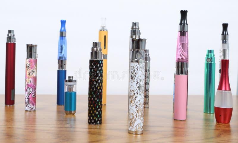 Elektronische sigaretten stock foto's