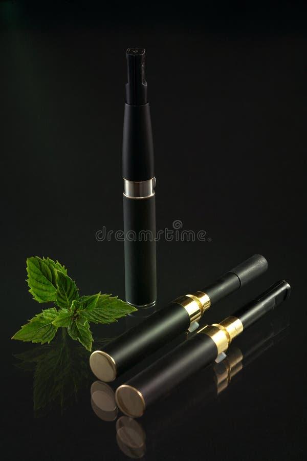 Download Elektronische Zigarette stockfoto. Bild von filter, aroma - 26365820