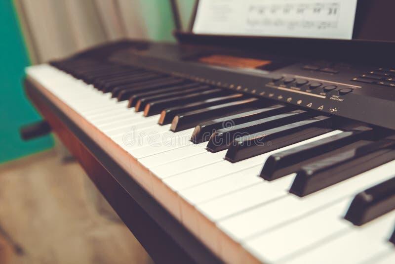 Elektronischer synthesizerabschluß der Schlüssel oben Musikhupe stellte 3 ein stockfotos