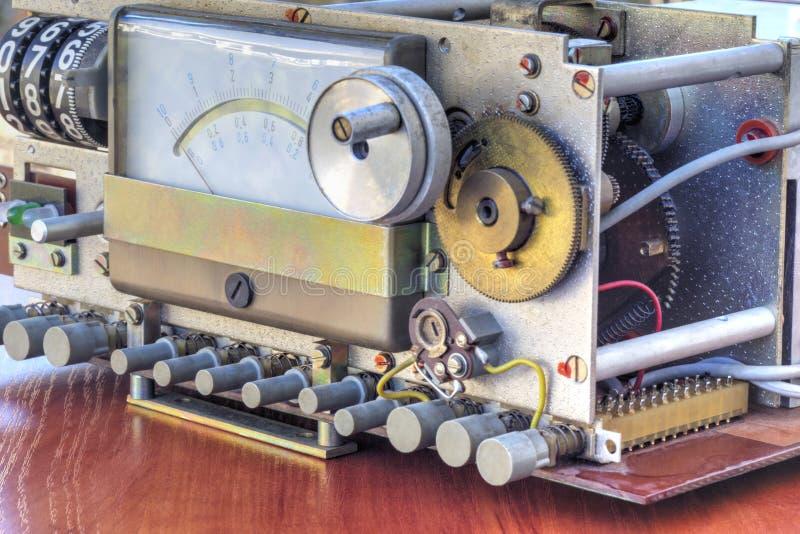 Elektronisk apparat med att mäta våg arkivbild