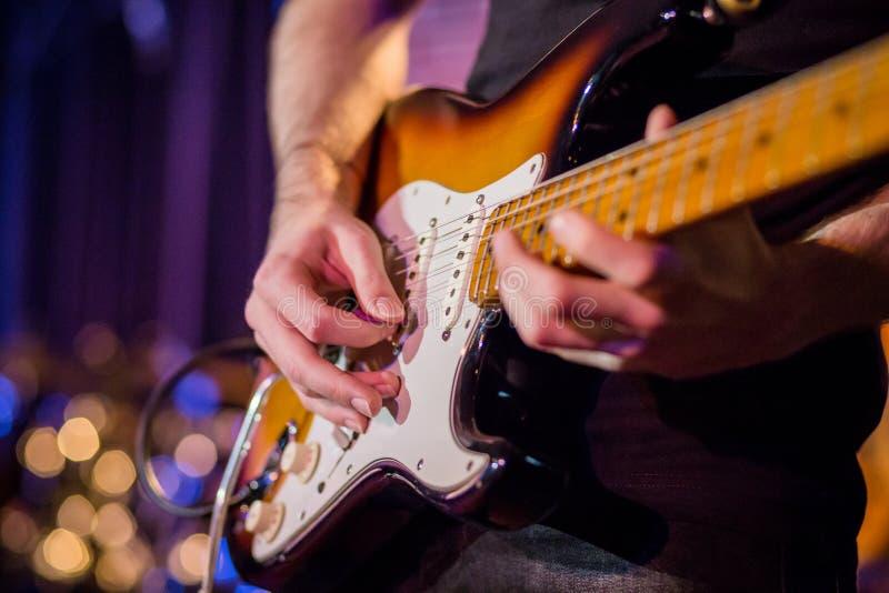 elektronisk gitarr royaltyfria bilder