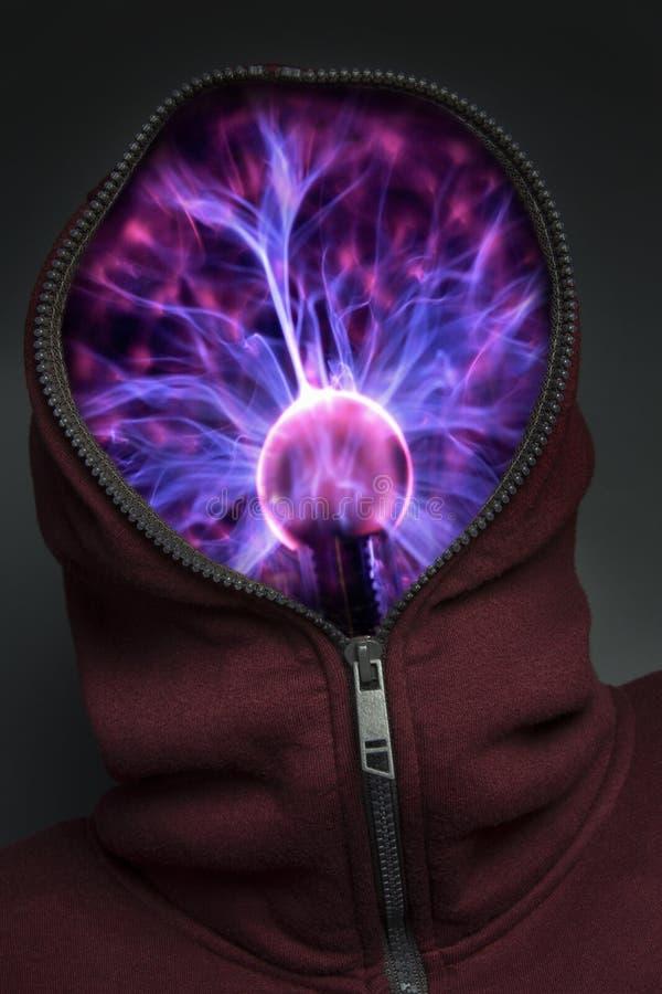 Elektronisk hjärna i hoody arkivfoton