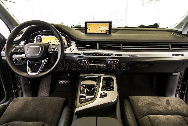 elektronisk navigering för bilkonsolinstrumentbräda arkivbild