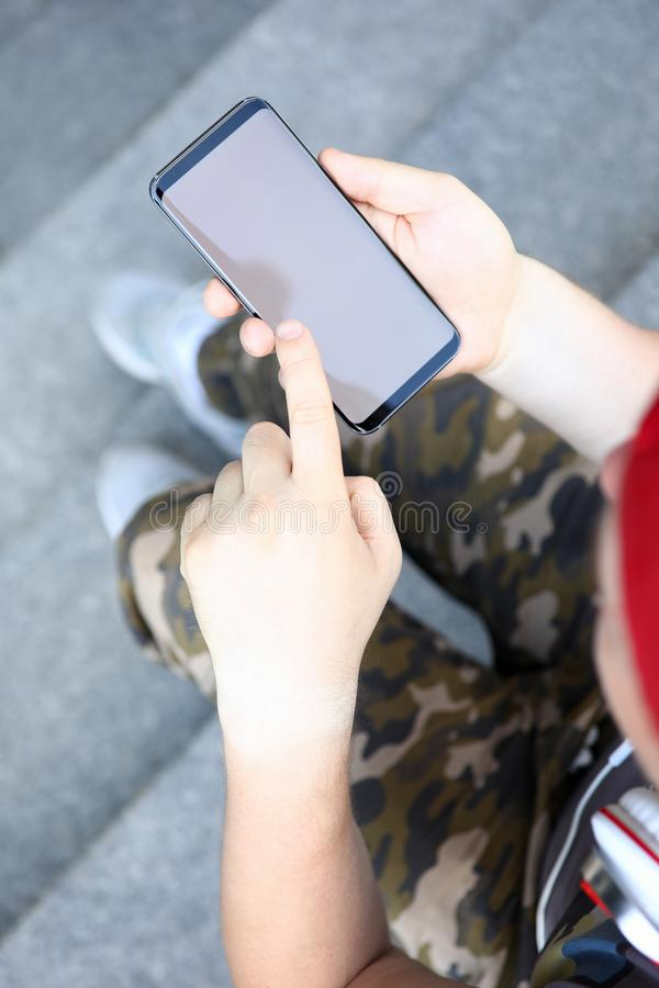 Elektronisk radio för Smartphone handhåll royaltyfria foton