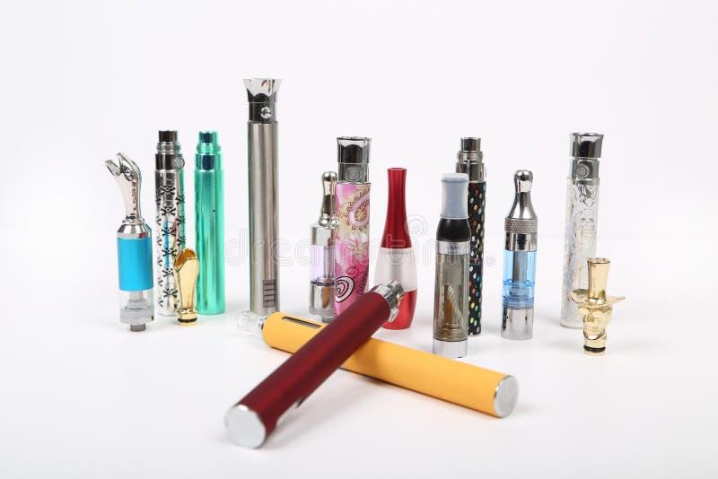 Elektroniska cigaretter royaltyfria bilder