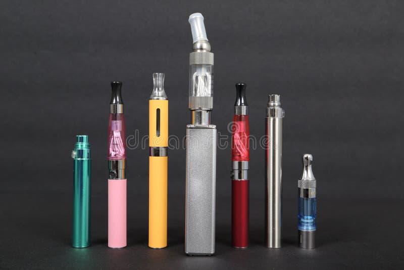 Elektroniska cigaretter fotografering för bildbyråer