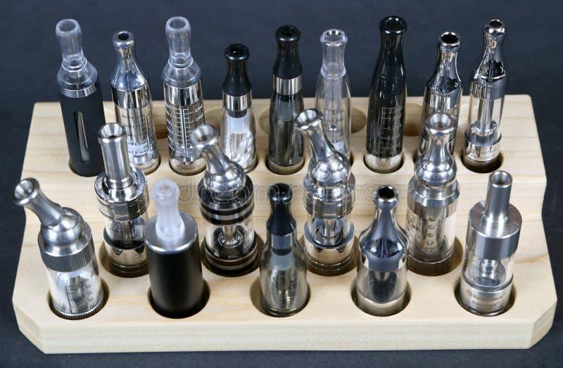 Elektroniska cigaretter royaltyfri foto