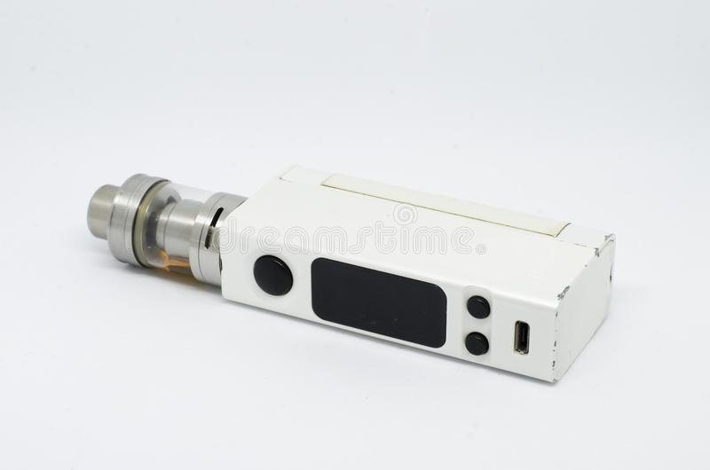 Elektroniska cigaretter som isoleras på en vit bakgrund royaltyfri fotografi
