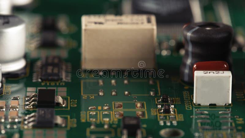 Elektroniska delar p? PCBEN fotografering för bildbyråer