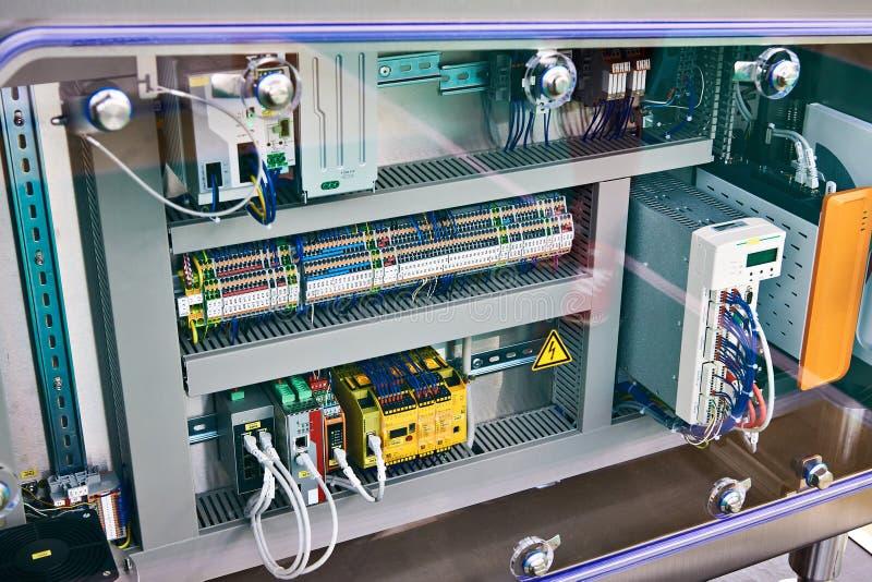 Elektroniska och elektriska delar av den industriella apparaten royaltyfri bild