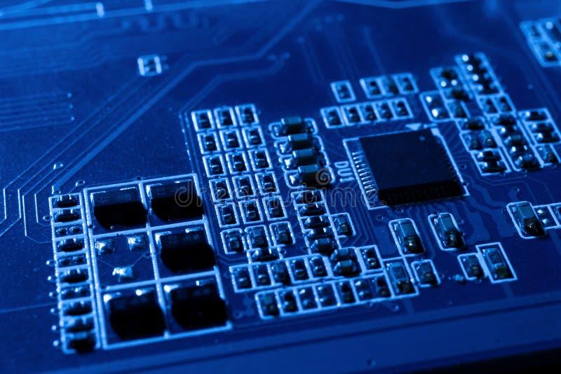 Elektroniska strömkretsar i futuristiskt teknologibegrepp fotografering för bildbyråer