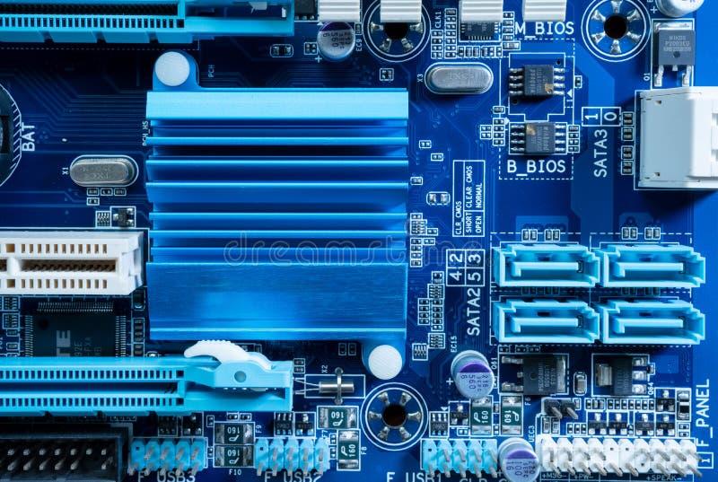 Elektroniska strömkretsar i futuristiskt teknologibegrepp royaltyfri bild