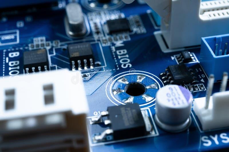 Elektroniska strömkretsar i futuristiskt teknologibegrepp royaltyfria foton