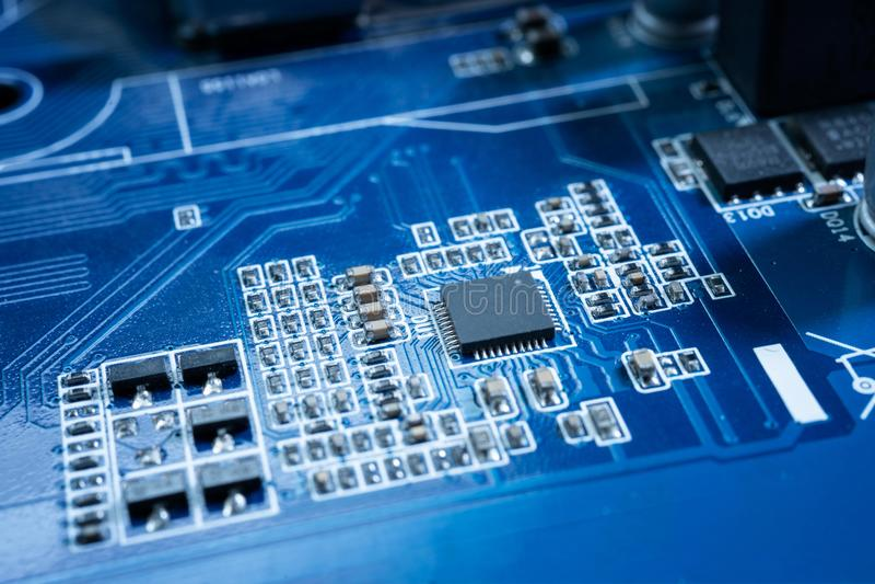 Elektroniska strömkretsar i futuristiskt teknologibegrepp royaltyfria bilder