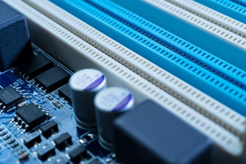 Elektroniska strömkretsar i futuristiskt teknologibegrepp arkivfoto