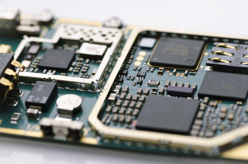 Elektroniskt bräde med processorer och halvledaredelnärbild royaltyfri fotografi