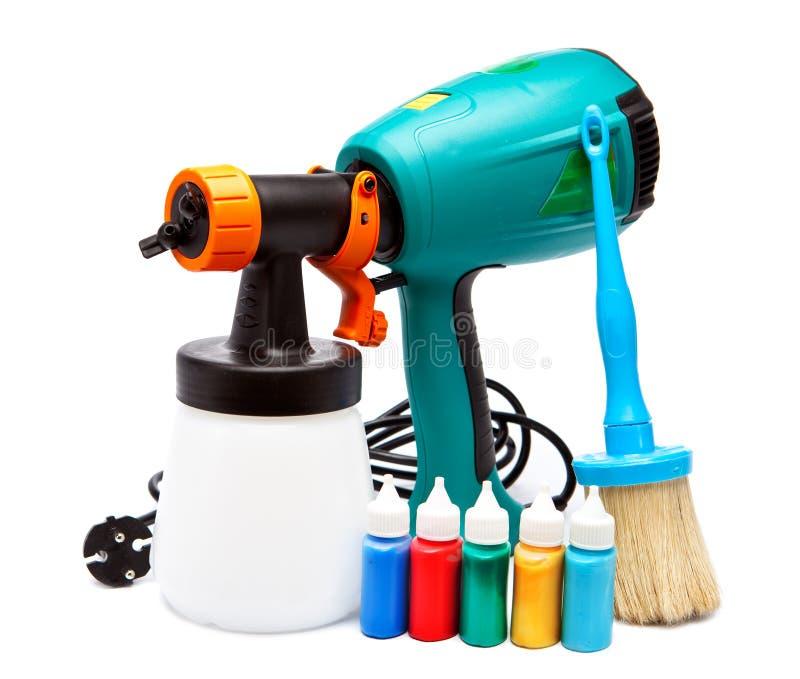 Elektrospuitpistool voor kleuring en penseel en kleine flessen met kleur royalty-vrije stock foto's