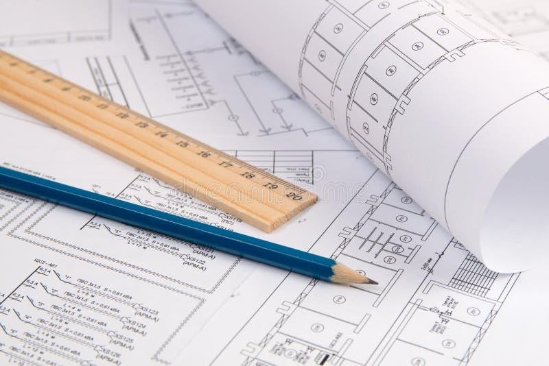 Elektrotechniki rysunki, ołówek i władca, fotografia stock