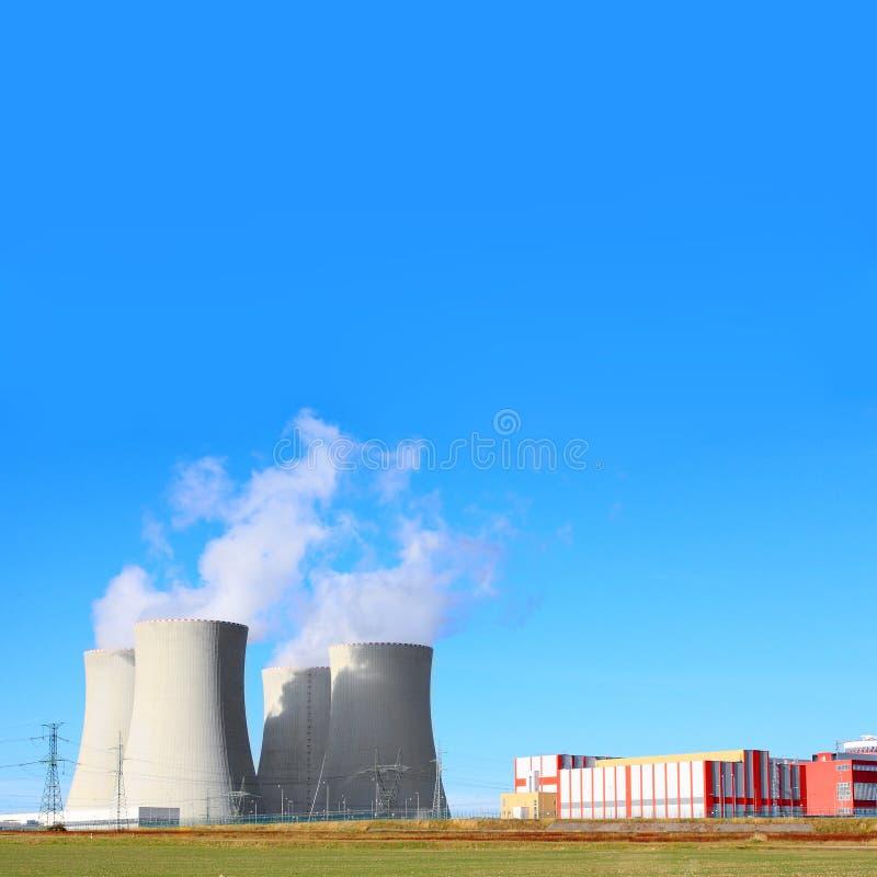 elektrowni nuklearnej nowożytna władza obraz stock