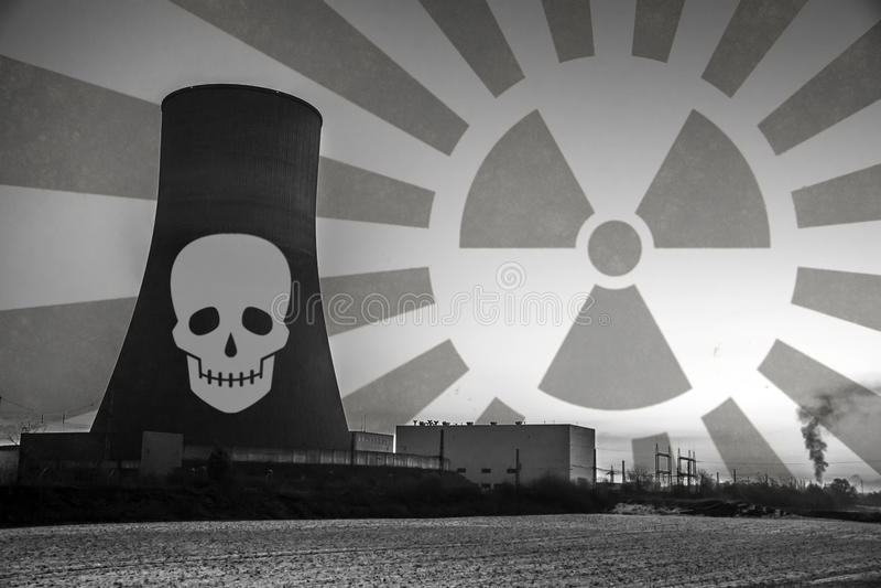 Elektrownia jądrowa zmierzchu wschodu słońca czerni napromieniania ziemi biały środowisko obraz royalty free