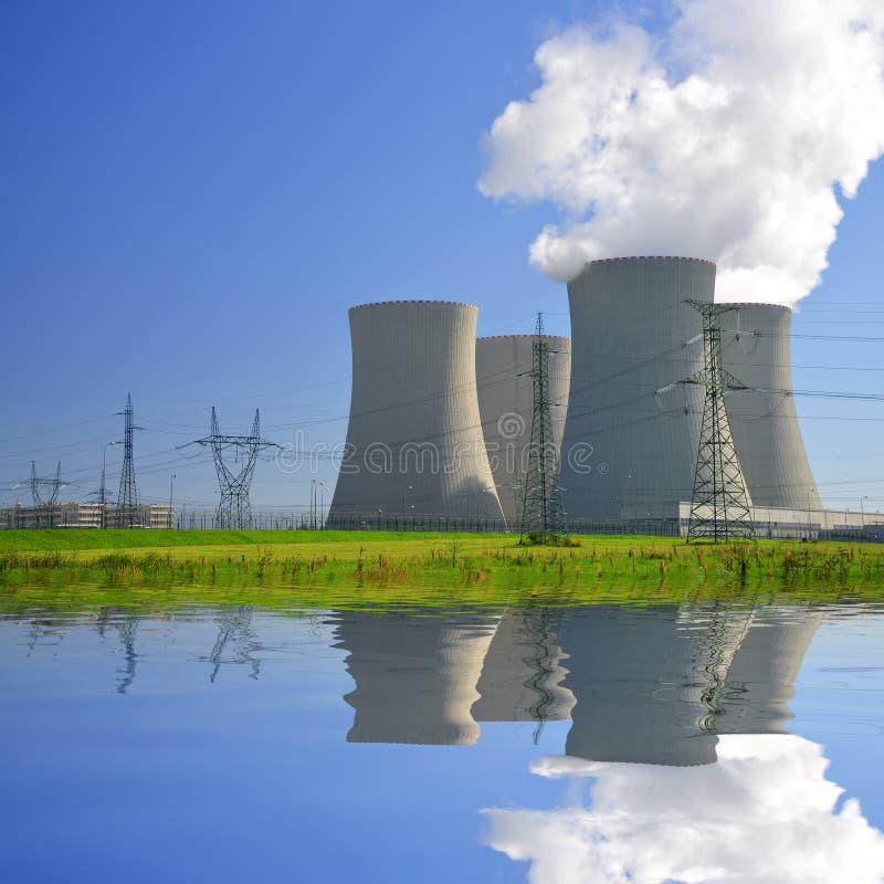 Download Elektrownia jądrowa zdjęcie stock. Obraz złożonej z klimat - 35148396