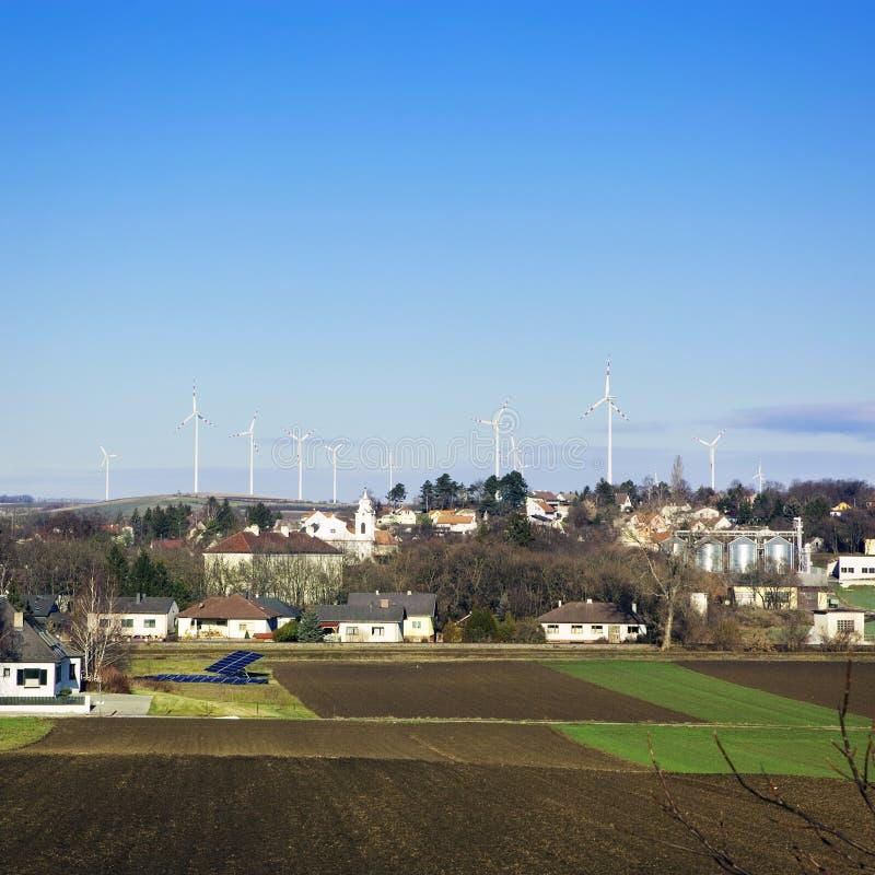 Download Elektrownia - Wiatrowy Gospodarstwo Rolne Obraz Stock - Obraz złożonej z krajobraz, siła: 28952185