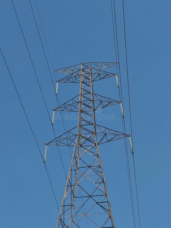 Elektryczna basztowa struktura i niebieskie niebo obrazy royalty free