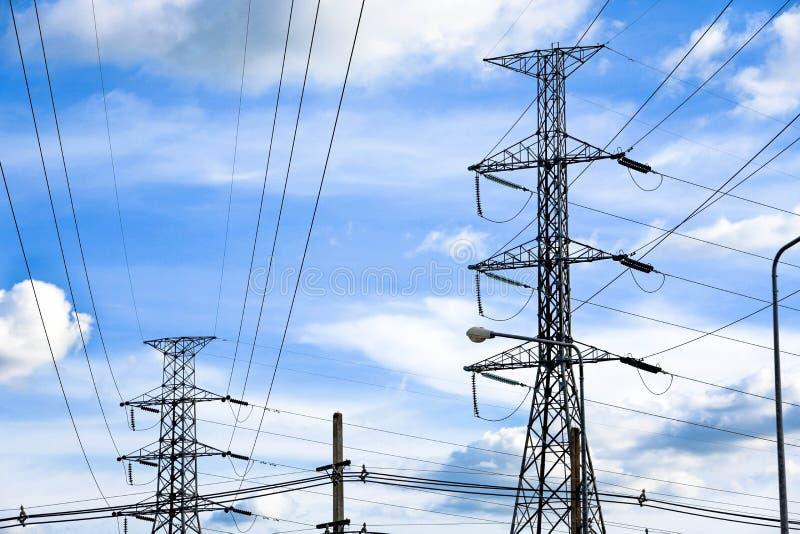 Elektryczna poczta elektrowni transformatoru stacja zdjęcia stock