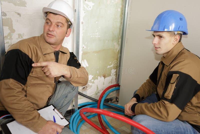 Elektryczna podłogowa ogrzewanie instalacja w nowym domu zdjęcie stock