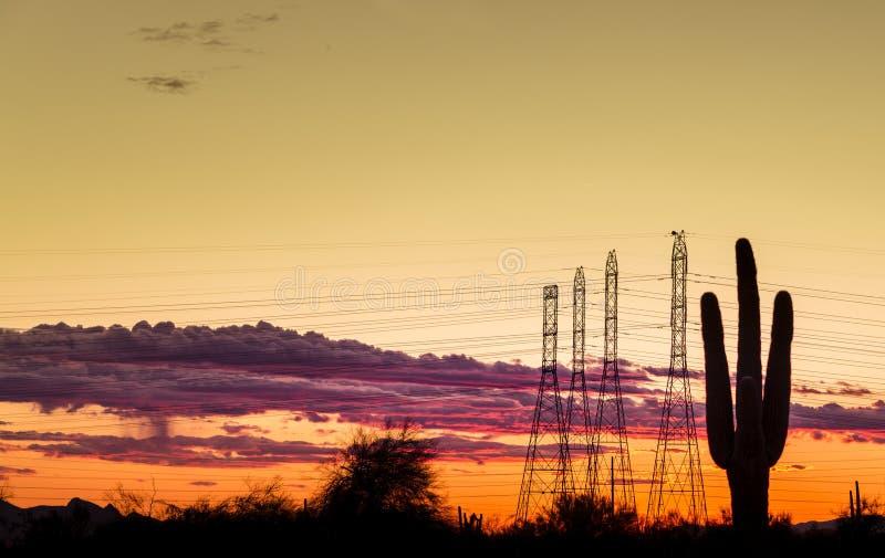 Elektryczna władza góruje w Phoenix, Arizona, usa obrazy royalty free