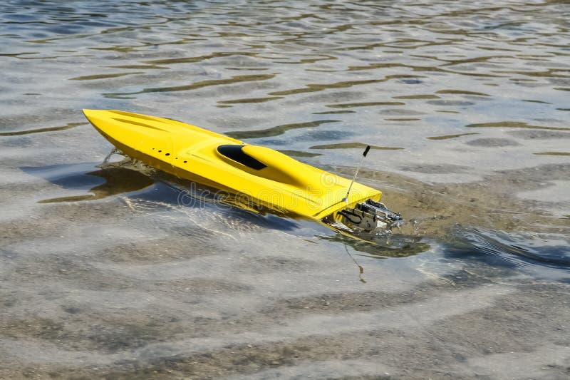 Elektryczna wzorcowa łódź zdjęcia royalty free