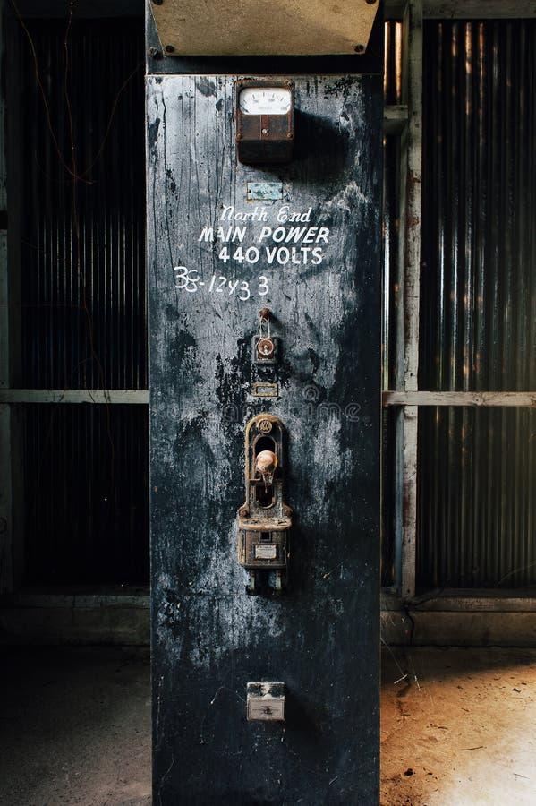 Elektryczna zmiana Zaniechanego Indiana wojska Amunicyjna zajezdnia - Indiana - Porzucony kontaminaci & wyżymaczki dom - obraz royalty free