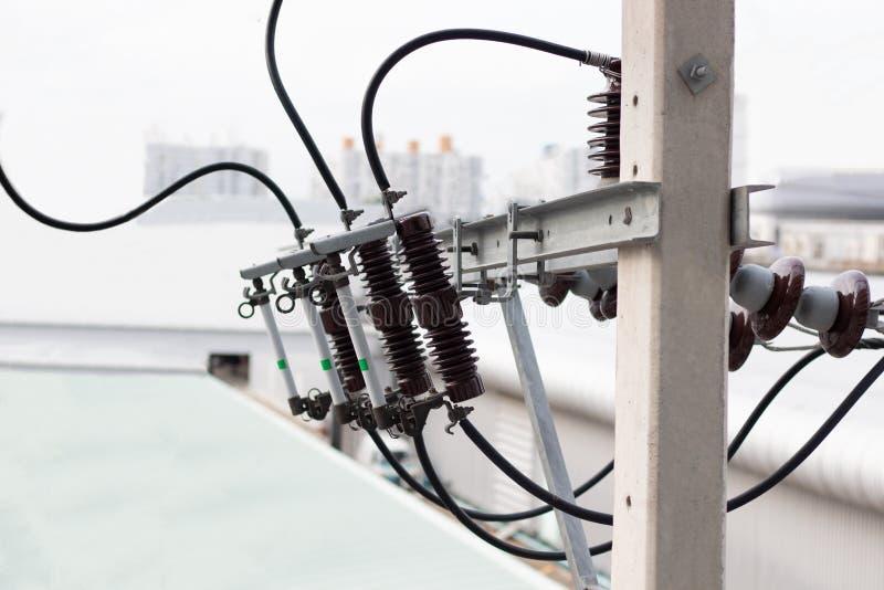 Elektryczne s?up linie energetyczne, druty i zdjęcia stock