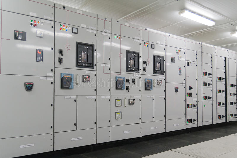 Elektrycznej energii dystrybuci podstacja zdjęcie stock
