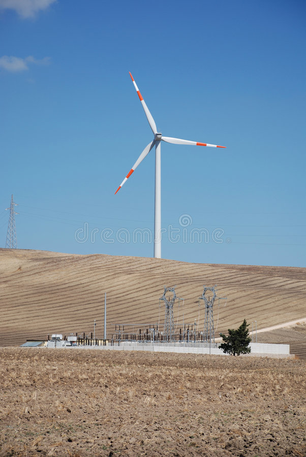 elektrycznej rośliny turbina wiatr zdjęcie royalty free