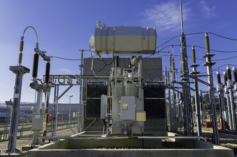 Elektrycznej władzy transformator zdjęcia stock