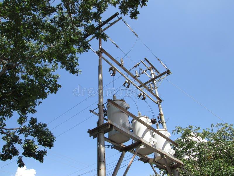 Elektrycznej władzy transformatory łączący w delty gwiazdzie dla miastowej dostawy, obraz stock