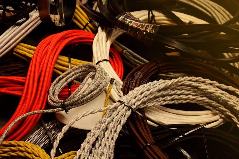 Elektryczni druty i kolorowy kabla zbliżenia tło obrazy stock