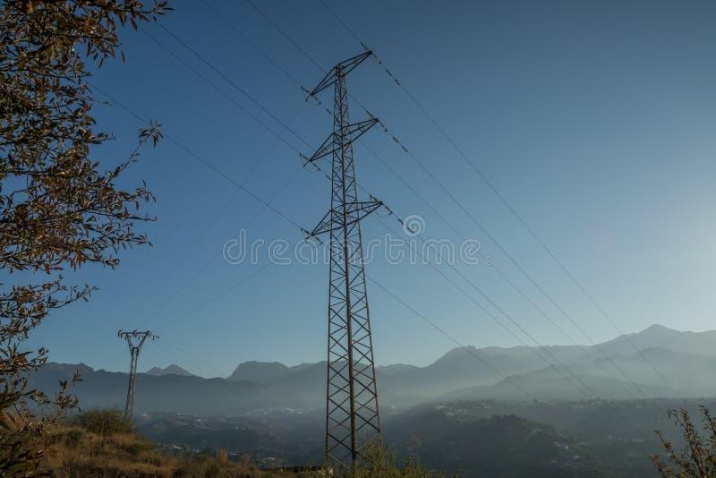 Elektryczność pilonu przekazu linie fotografia royalty free