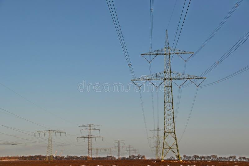 Download Elektryczność pilony obraz stock. Obraz złożonej z kabel - 28965573