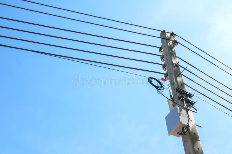 Elektryczność słupa kable fotografia royalty free