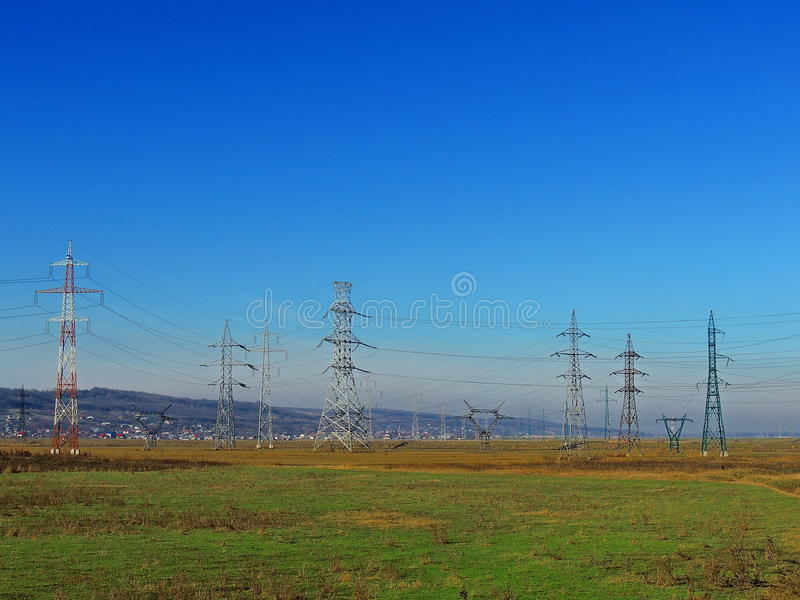 Elektryczność słupy zdjęcia royalty free
