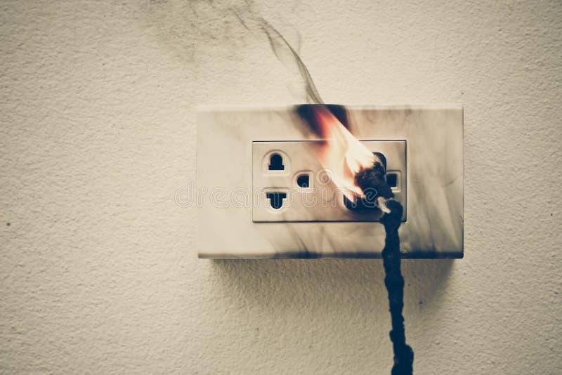 Elektryczność skrót - obwód fotografia stock