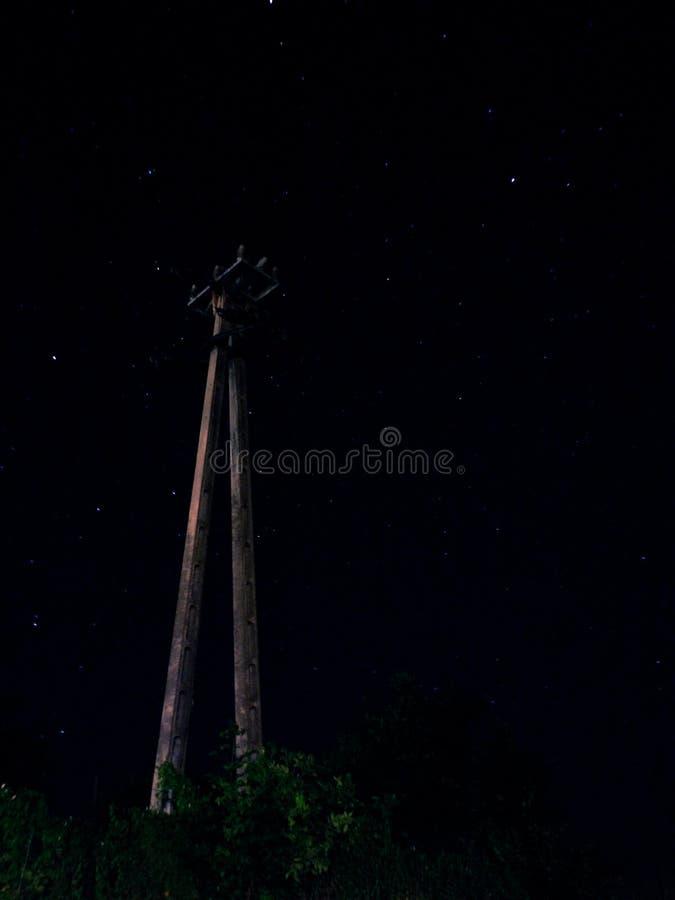 Elektryczności poczta pozycja po środku nocy obrazy stock