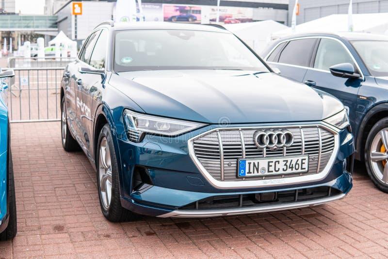 Elektryczny Audi Tron 55 quattro SUV z wysoką woltaż baterią i elektrycznym silnika silnikiem produkującymi audi AG zdjęcie stock