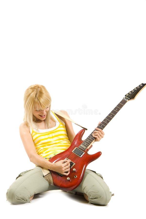 elektryczny dziewczyny gitary bawić się obrazy stock